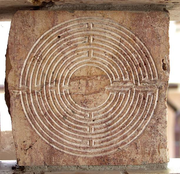 labyrinth. - sich im kreis drehen stock-fotos und bilder