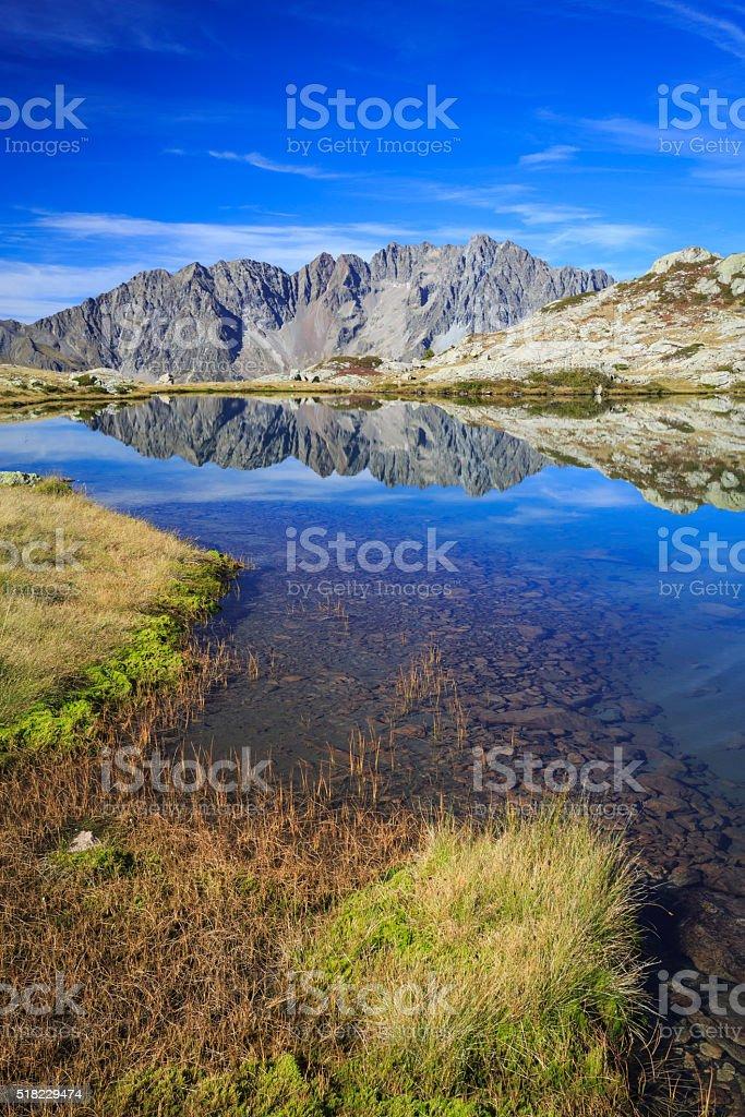 Lac Petarel dans le Parc National des Ecrins. stock photo