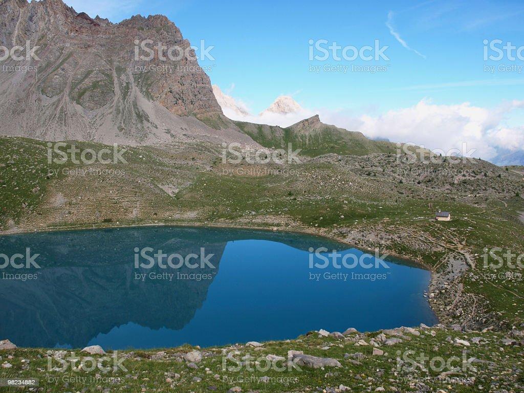Lac Sainte-Anne nelle Alpi francesi foto stock royalty-free