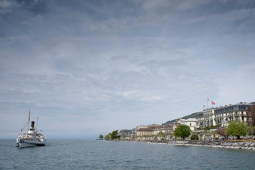 Lac_Leman_Dampfschiff_Ankunft_Ufer_Vevey
