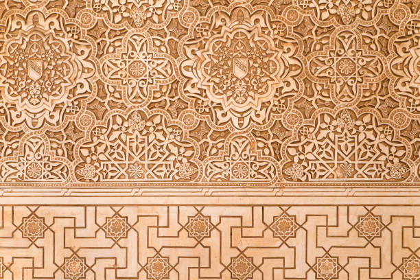 spitzen-stuck in der alhambra von granada - arabeske stock-fotos und bilder