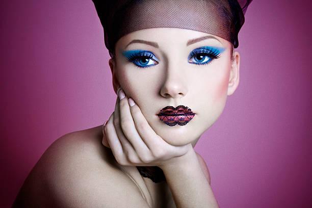 lacey lippen - lila augen make up stock-fotos und bilder