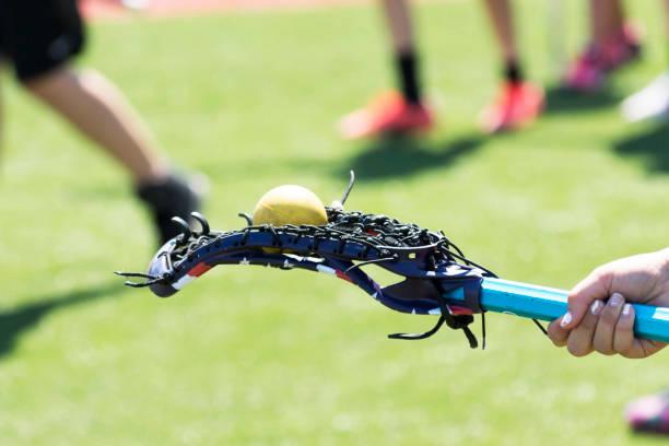 lacrosse stick with ball on the back - lacrosse zdjęcia i obrazy z banku zdjęć
