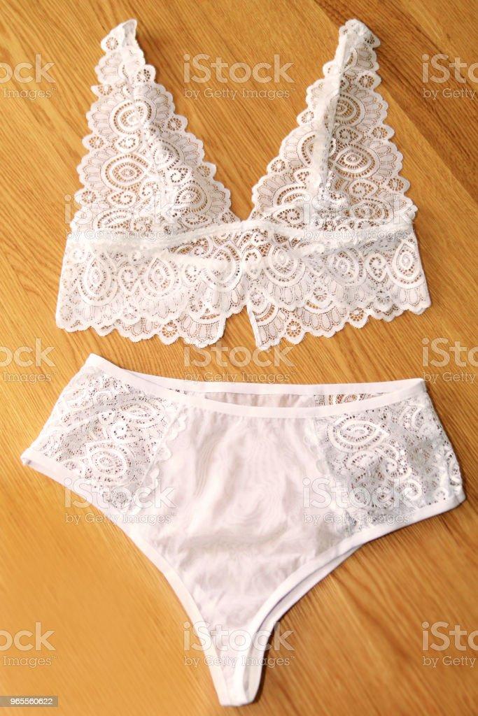 Weiße unterwäsche