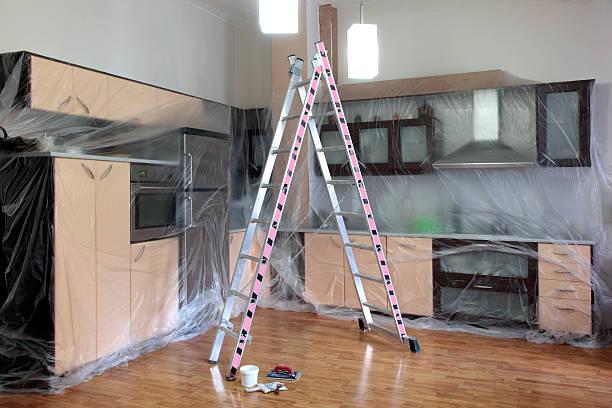 home improvement - kunststoff behälter bemalen streichen stock-fotos und bilder