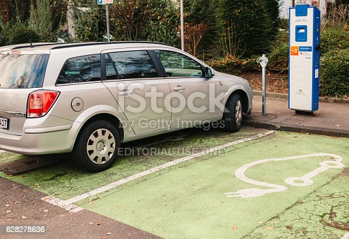 istock Ladestation - Electric Car recharging point in the German city 628278636