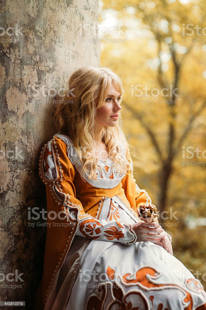 Lady in medieval costume – Foto