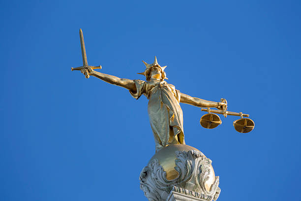 Justicia en top of Old Bailey - foto de stock