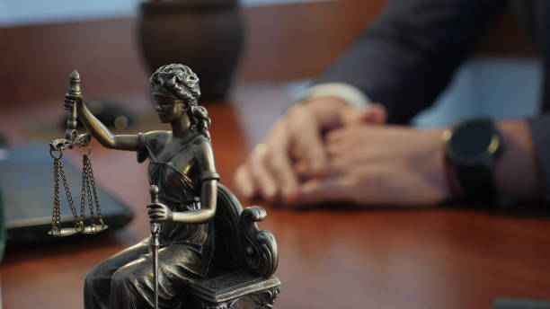 Lady justice or Iustitia the Roman goddess of Justice Statue of justice on the table against the background of the hand gestures of a man, a lawyer or a judge criminal stock pictures, royalty-free photos & images