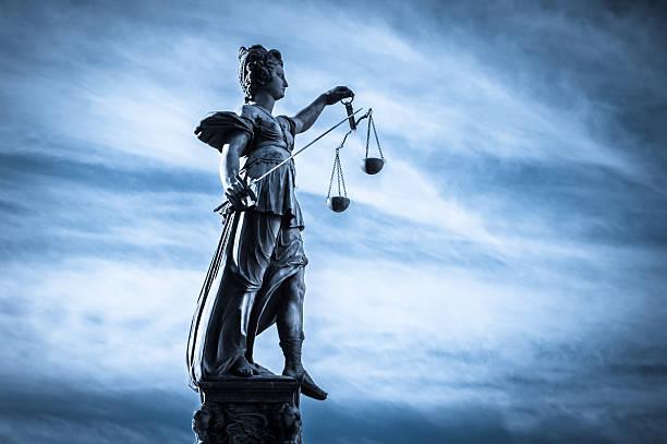 Justicia Estatua de la ciudad de Frankfurt, Alemania - foto de stock