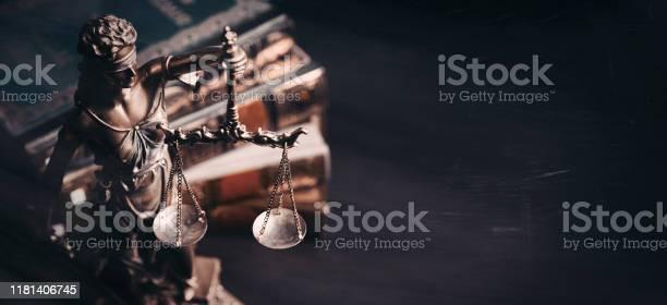 레이디 정의 도서관에서 정의의 동상 0명에 대한 스톡 사진 및 기타 이미지