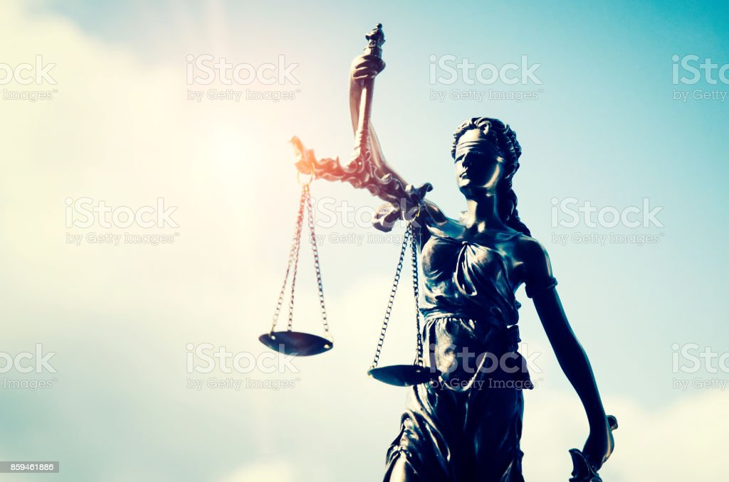 Lady justice, themis, statue of justice on sky background – zdjęcie