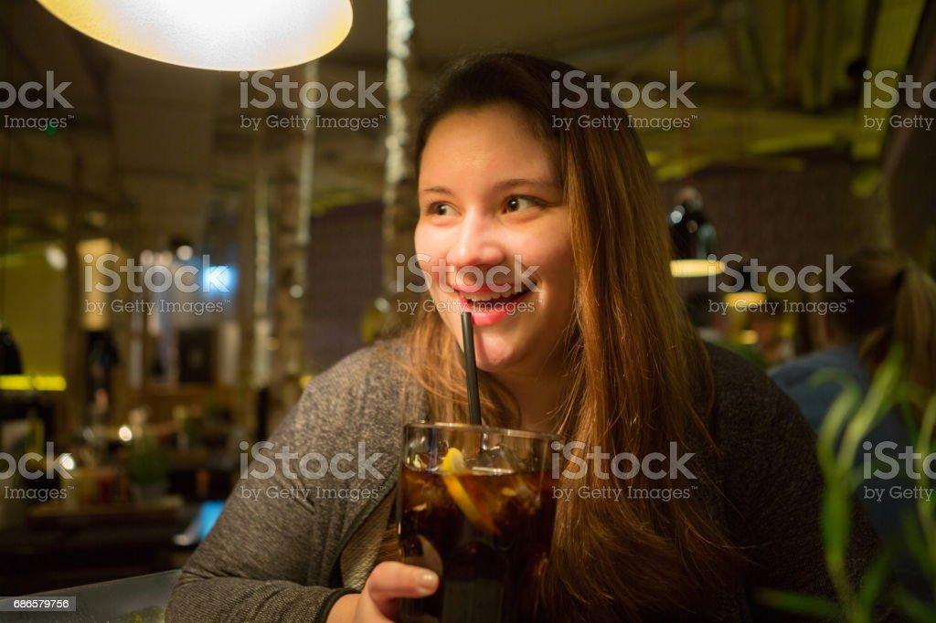 Lady Portrait Drinking Ice Tea foto stock royalty-free