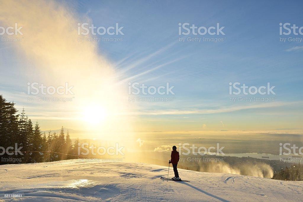 Lady Skifahrer Genießen Sie Sonnenaufgang am Grouse Mountain – Foto