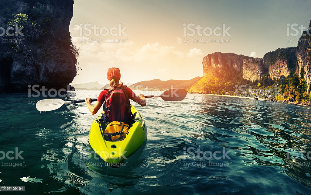 Dame avec kayak - Photo