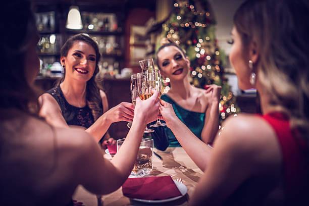 ladys at the restaurant - festliche kleider kindermode stock-fotos und bilder