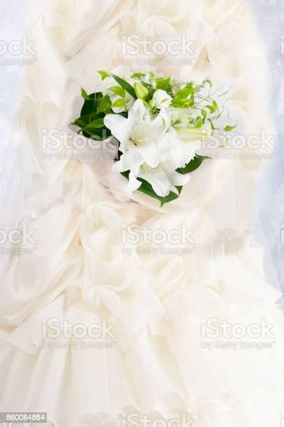 Ladys lily bouquet picture id860064884?b=1&k=6&m=860064884&s=612x612&h=w9pnuyastnuyqfhojnlf0mlnl4cd3jmrlb8gyurqmsw=