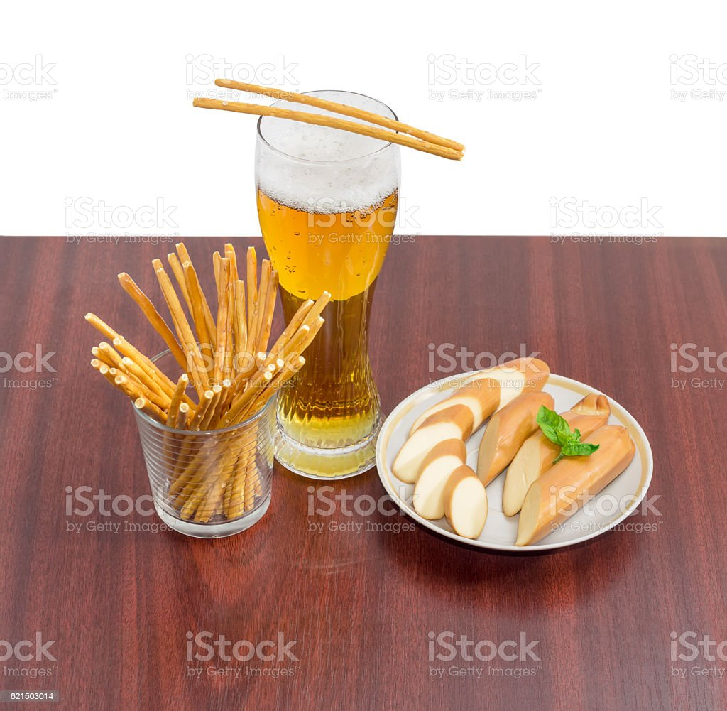 Lager beer, salty hard crispy pretzels, sliced smoked processed photo libre de droits