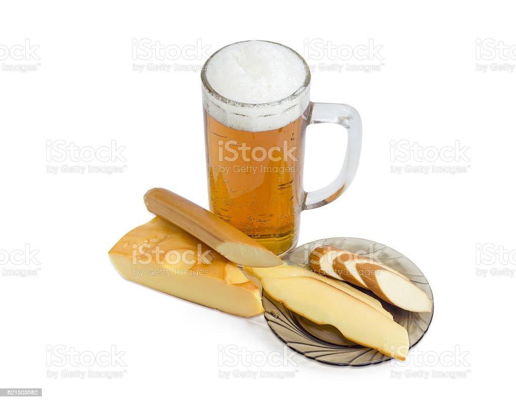 Lager beer, smoked processed cheese and smoked hard cheese Lizenzfreies stock-foto