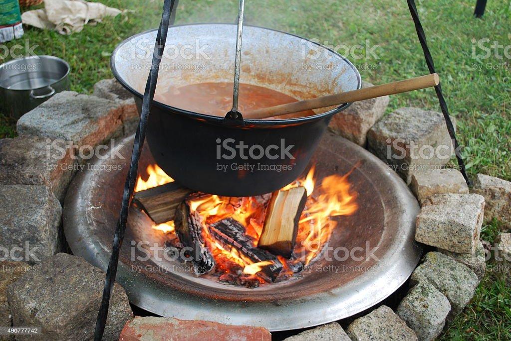 Lagerfeuer mit Topf stock photo