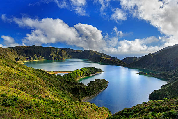 Lago hacer Fogo y verde Valle en la isla de San Miguel-california - foto de stock