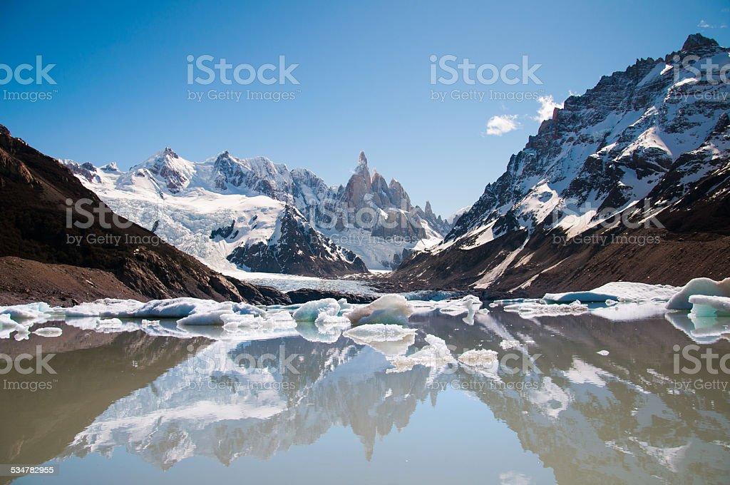 Laguna de fitzroy mountain con un primer plano - foto de stock