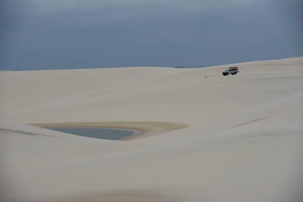 Lagune auf der Mitte der Dünen am Lencois Maranhenese Nationalpark, Brasilien – Foto
