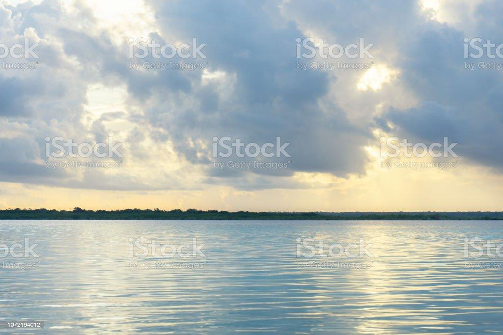 Vista de la laguna - foto de stock
