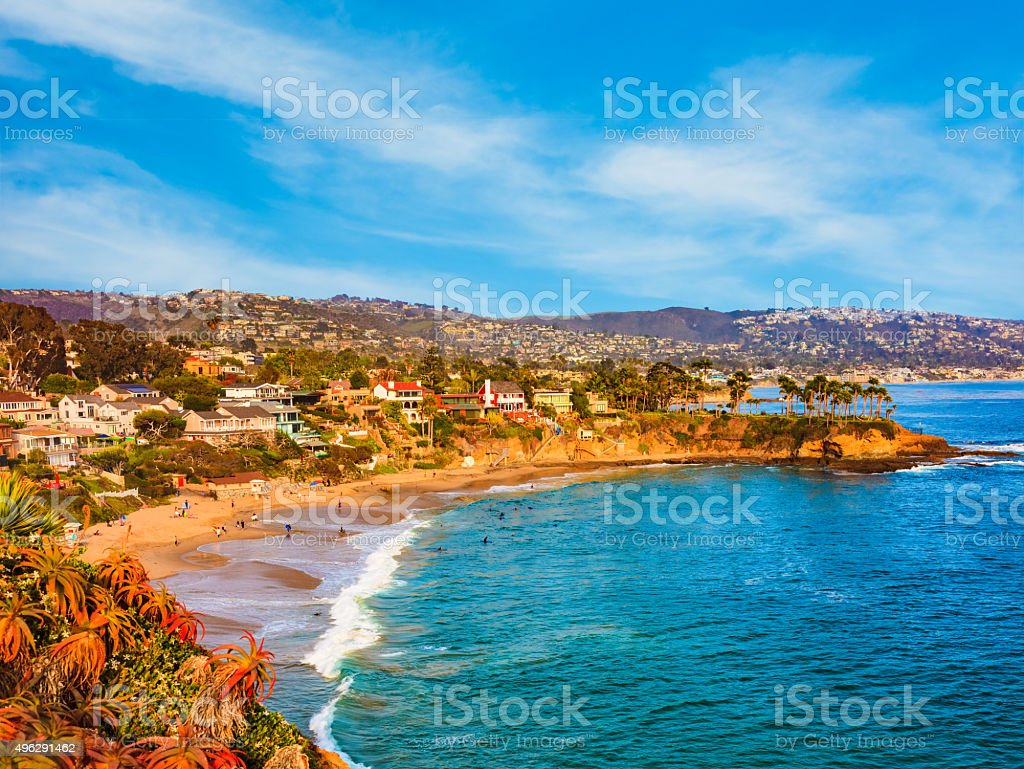 Laguna Beach, al océano Pacífico y a la costa de la Route 1, condado de Orange, California - foto de stock