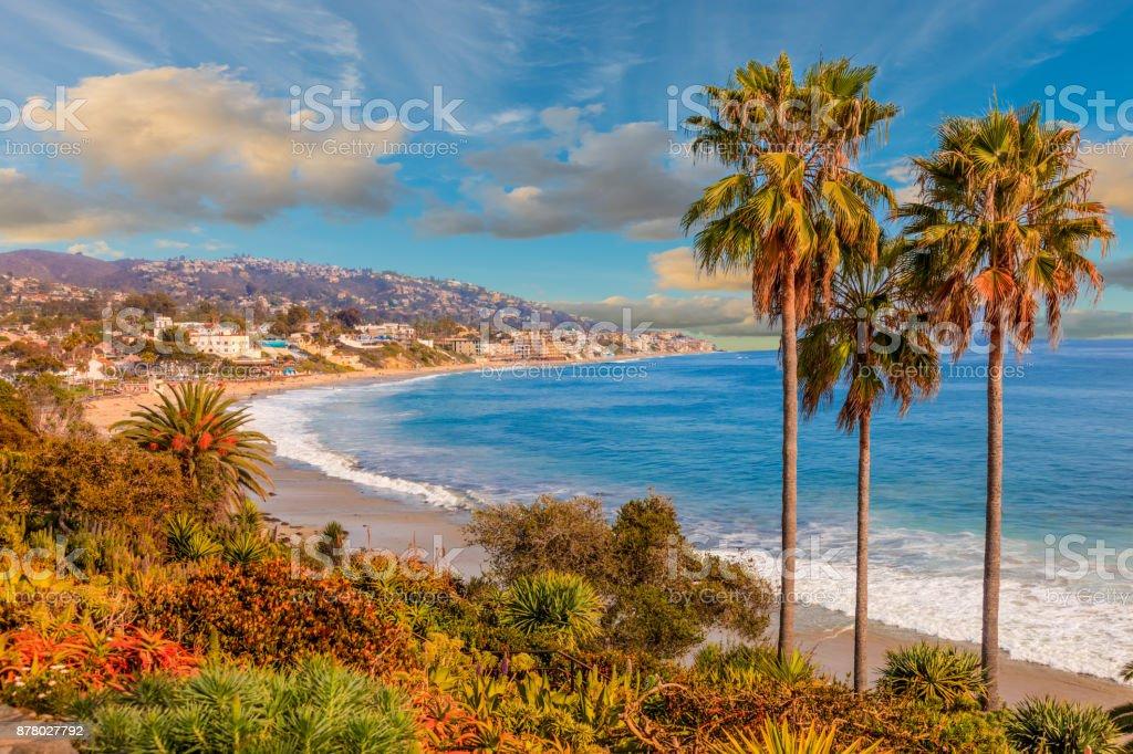 Laguna Beach, al océano Pacífico y a la costa de la Route 1, condado de Orange, California - foto de stock