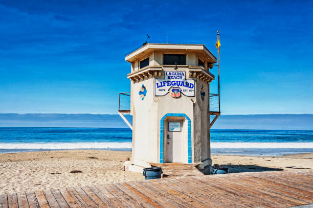 laguna beach lifeguard station tidigt på morgonen - badvaktshytt bildbanksfoton och bilder