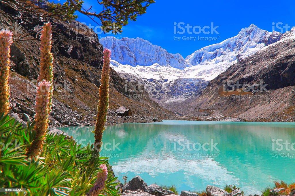 Laguna Llaca glaciar e cobertas de neve Cordilheira Blanca - Cordilheira dos Andes de Ancash, Peru - foto de acervo