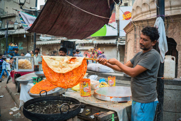 Lahore/Pakistan Lahore/Pakistan-August 13, 2019: man is cooking street food at the streets of Lahore, Pakistan lahore pakistan stock pictures, royalty-free photos & images