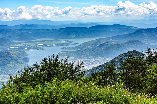 lake amatitlan in guatemala-stadt - guatemala stadt stock-fotos und bilder