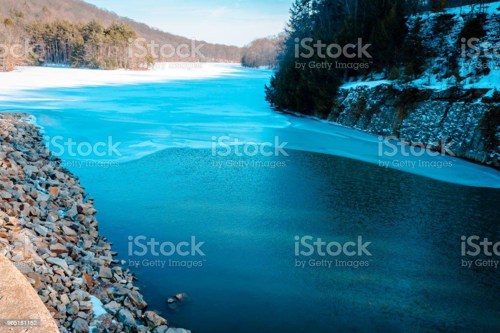 Lake at the dam of Yellow Creek Park zbiór zdjęć royalty-free