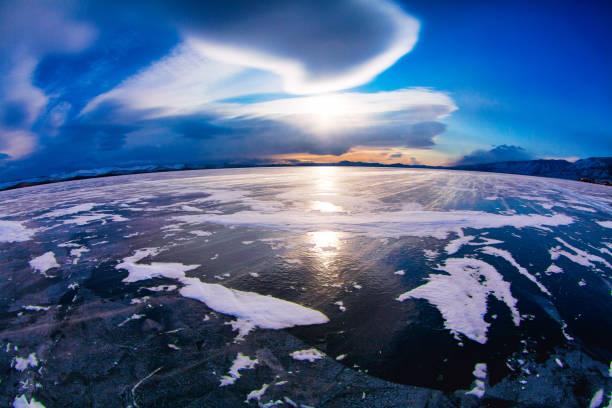 het baikalmeer - siberië stockfoto's en -beelden