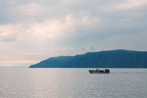 lago baikal, rússia, - fishman imagens e fotografias de stock
