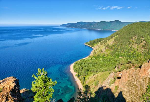 Der Baikalsee. Blick von der Klippe – Foto