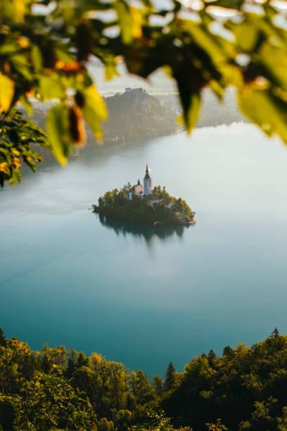 lac de bled - slovénie photos et images de collection