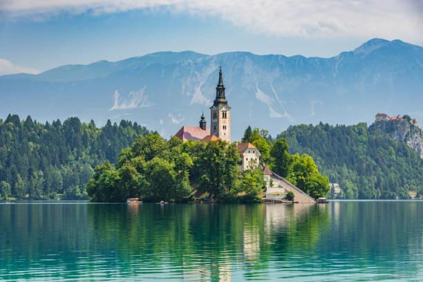 lake bled slovénie église de santa maria - slovénie photos et images de collection