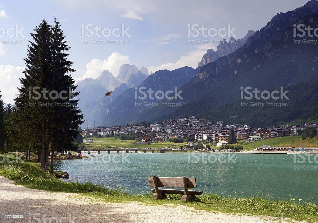 Lago.  Immagine a colori - foto stock