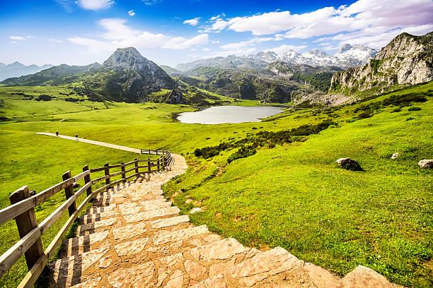 Lago Ercina, de los lagos de Covadonga, Asturias, España. - foto de stock
