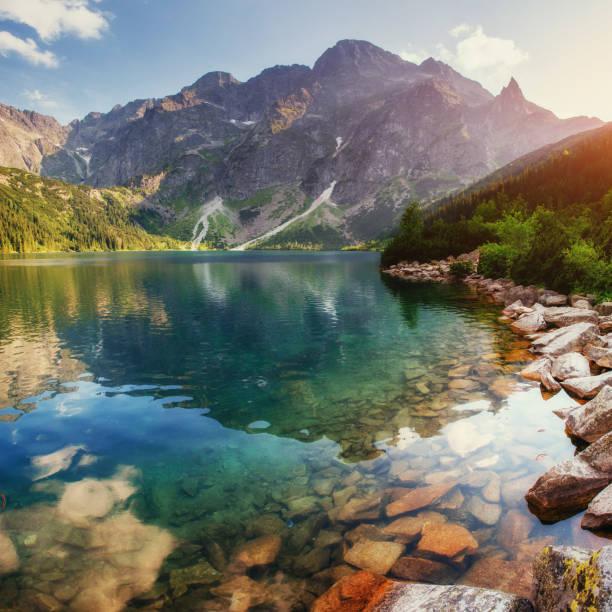 озеро в татрах море с глаз. польша - польша стоковые фото и изображения