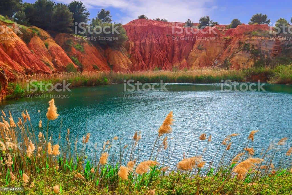 Lac de la carrière de bauxite un vieux dans les Pouilles, Otranto, Italie. - Photo