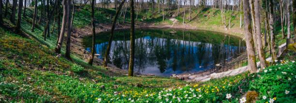See in Kaáli Meteoritenkrater von springtime – Foto