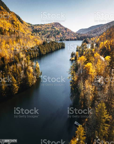 Photo of lake in new hampshire during the fall season