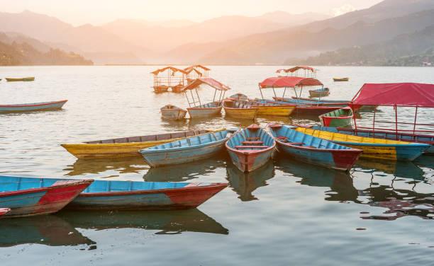 sunrise, pokhara gölde - ganzi tibet özerk bölgesi stok fotoğraflar ve resimler