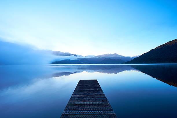 lac kaniere à l'aube - lac mirror lake photos et images de collection