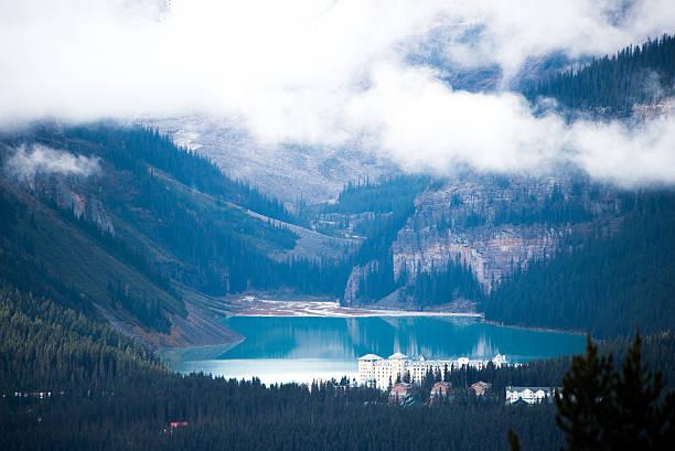lake louise, canadian rockies - lake louise stockfoto's en -beelden
