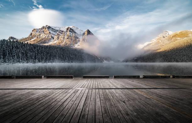 Lake Louise mit leeren Aussichtsplattform – Foto